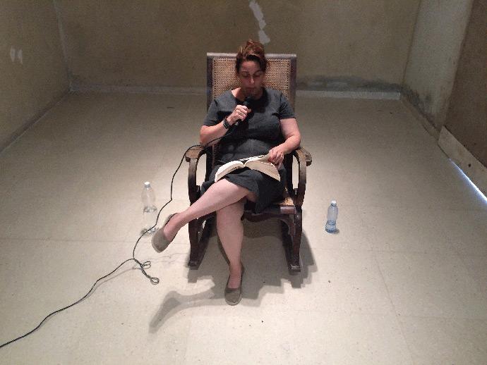Donde tus ideas se convierten en acciones cívicas (100 horas lectura Los orígenes del totalitarismo), casa de la artista en La Habana, 2015. Cortesía de Pablo León de la Barra